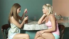 dwie lesbijki lizanie jednej cipki czarne nastolatki pieprzy